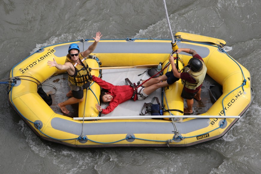 kawarau bridge bungy jump raft
